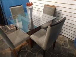 Mesa tampo vidro 90x90 + 4 cadeiras madeira suede