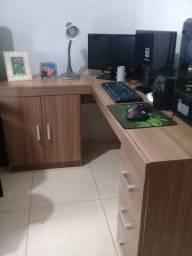 Mesa para computador de canto