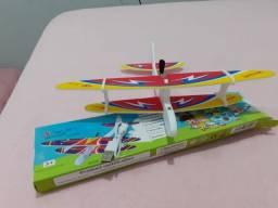 Mini aviao controlado por motor e helice para crianças