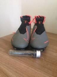 Chuteira Profissional Nike Phantom