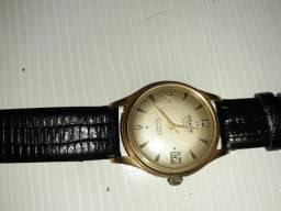 Relógio suíço a corda banhado a ouro.
