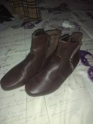 Vende-se bota nova, nunca usada