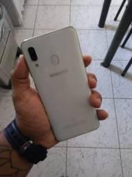 Vendo um Samsung A30 com apenas 1mês de uso