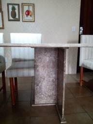 Mesa de mármore bege com 6 cadeiras
