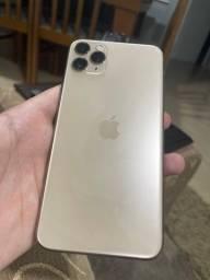 iPhone 11 Pro Max dourado usado
