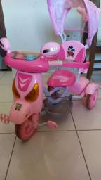 Triciclo com porta bagagem p menina