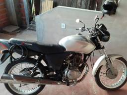 Vendo moto titan 150 vareta