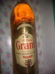 Whisky William Grant's Scotland Family Reserve 1 Lt Lacrada com copo original