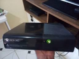 Vendo Xbox 360 c/10 jogos e 2 controles
