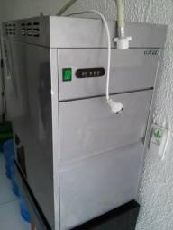Máquina de fazer gelo em escamas, marca Benmax