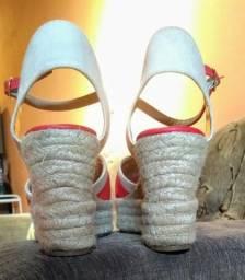 Vendo essa linda sandália