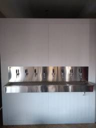Câmara fria com 8 torneiras de chopp
