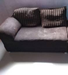 Metade de um sofá com 2 almofada