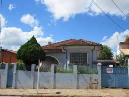 Bairro Alto, casa com arquitetura diferenciada e excelente localização