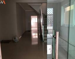 Linda casa de 2 pavimentos no Condomínio Fernando Guilhon II, fino acabamento, bairro do S