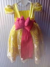 Vestido de luxo temas pode ser Magali ou bela e a fera