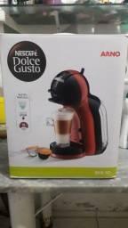 Título do anúncio: Vendo cafeteira dolce gusto usada apenas uma única vez 450 reais
