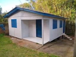 Título do anúncio: Casa de madeira 2d aolado BIG e UPA em Viamão