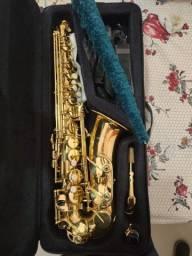Saxofone nunca usadado