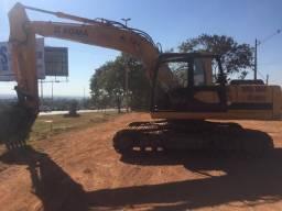 Escavadira hidraulica com rompedor