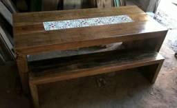 Mesa de madeira demolição com bancos