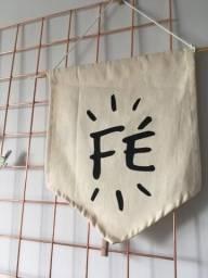 Quadro decorativo flâmula palavra Fé