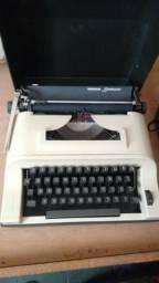 Mquina de escrever, funcionando