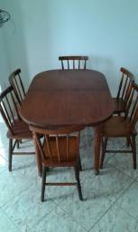 Mesa com 6 cadeiras de cerejeira