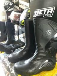 (Imperdível) Bota Motociclista Cano Alto Preto PVC 100% Impermeável com Proteção