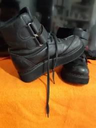 Coturno de couro Boots & Shows número 36