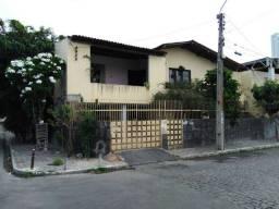 Vendo casa no bairro Maurício de Nassau em Caruaru.