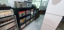 Estante Para Discos Vinis Lps / Cds / Dvds / Aparelhos de Som Vintage - com vinis