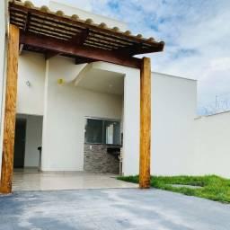 Casa de 3 Quartos - Pé Direito Elevado - Garden - Churrasqueira - Apenas 165 Mil