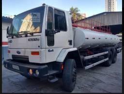 Caminhão Pipa 2011