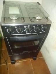Vendo fogão Atlas, sem as bocas, com algumas marcas, funciona tudo, forno tá impecável.