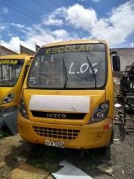 Microônibus Iveco.