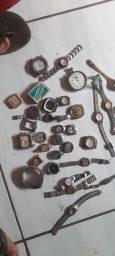 Várias peças e relógios onde corda antigo