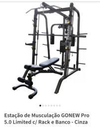 Excelente  estação de musculação  com barra guiada
