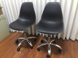 Título do anúncio: Vendo 2 Lindas Cadeiras Giratórias
