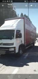 caminhões baú de 6 e 8 metros