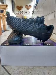 Chuteira Nike Tiempo preta