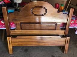 Cama de casal em madeira