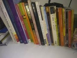 Livros e biblias de estudo