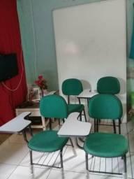 Cadeiras e quadro branco