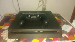 Vendo um PS4