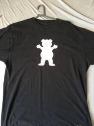 Camiseta Grizzly pequeno detalhe a002844fe1573