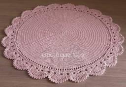 Tapete redondo em crochê  cor rosa bebe