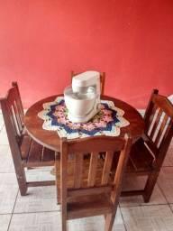 Mesa de madeira com cadeira + batedeira Arno