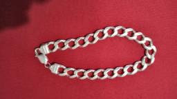 Vendo uma pulseira de prata maciça