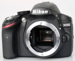 Título do anúncio: Nikon D3200 (corpo) c/ 2 baterias